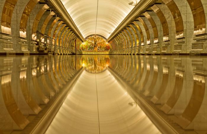 Москва - Станция метро - Маяковская.
