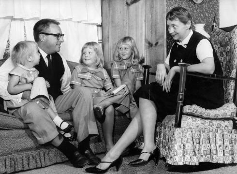 9 - Рэй Бредбери с женой и детьми