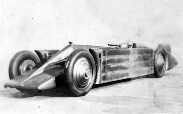 Golden_Arrow_land_speed_record_car_1929