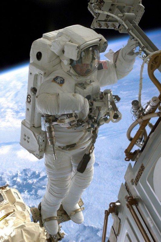 Piers-Cellers-Spacewalking-cosmonaut