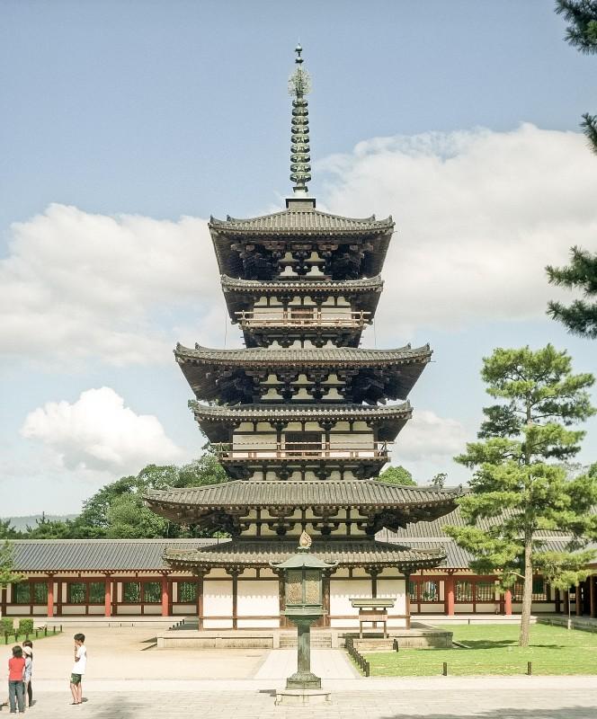 Пагода Якусидзи край Нара, Япония