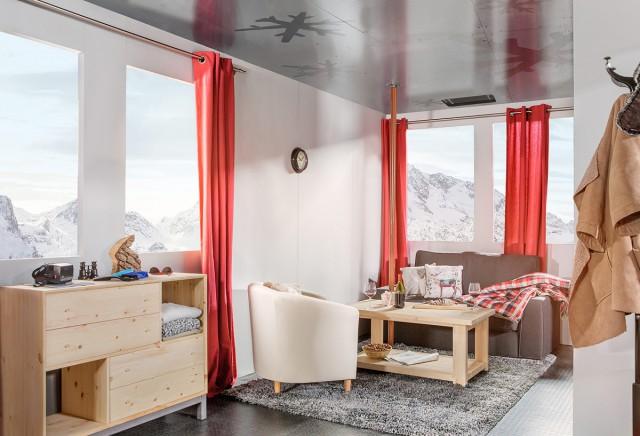 airbnb-swisslift-wcth08