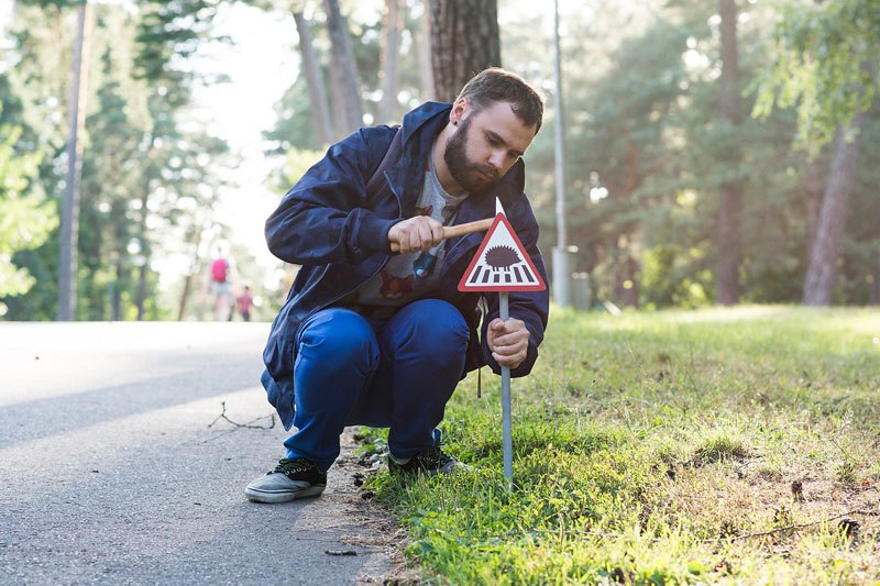 tiny-road-signs-erected-to-remind-city-residents-animals-live-there-too-by-clinic-212-1