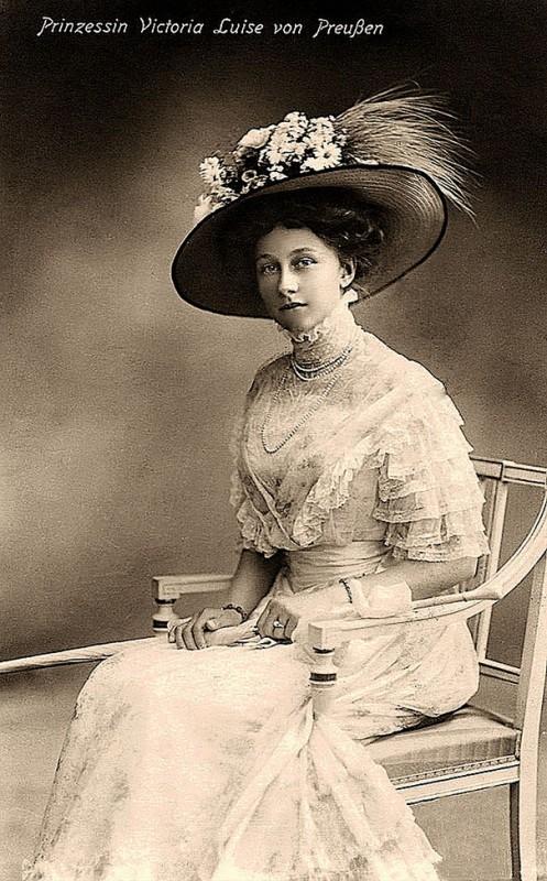 vintage-women-beauty-1900-1910-73__605