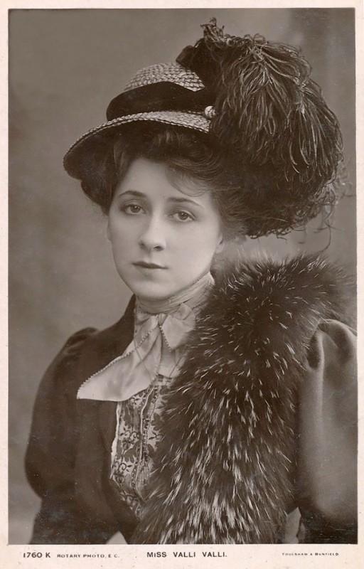 vintage-women-beauty-1900-1910-78__605
