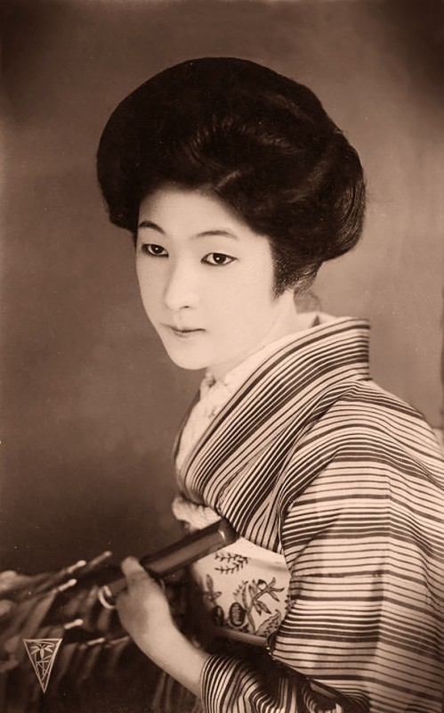 vintage-women-beauty-1900-1910-83__605