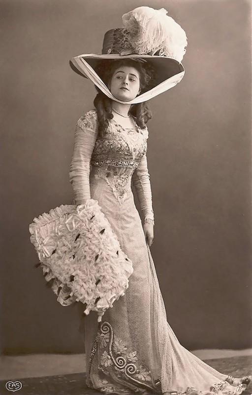 vintage-women-beauty-1900-1910-94__605