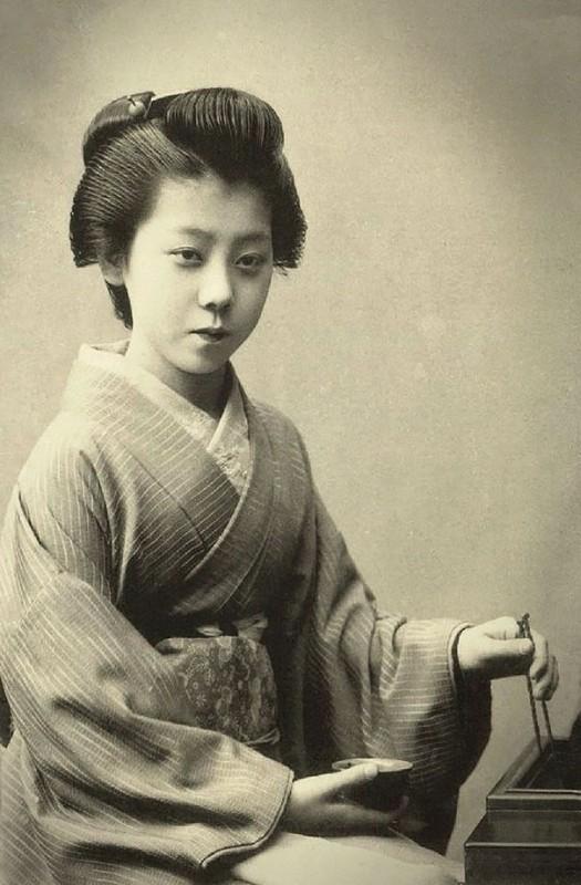 vintage-women-beauty-1900-1910-98__605